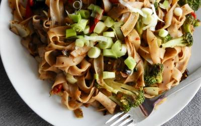 Noodles met homemade Chinese zwarte bonensaus