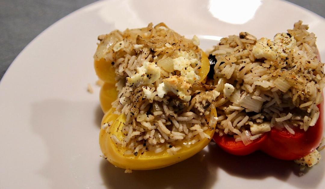 Veggie Feb, vier maal vegetarisch, Griekse gevulde paprika's