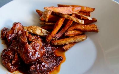 Drie keer homemade, pulled pork met barbecuesaus en verse friet