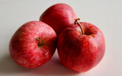 Oerhollandse appelmoes of compote met kaneel, lekker snel uit de magnetron