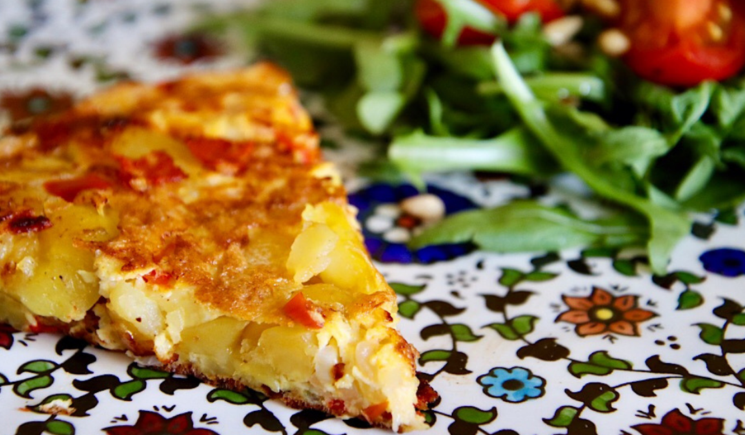 Spaanse tortilla, omelet met aardappel en chorizo