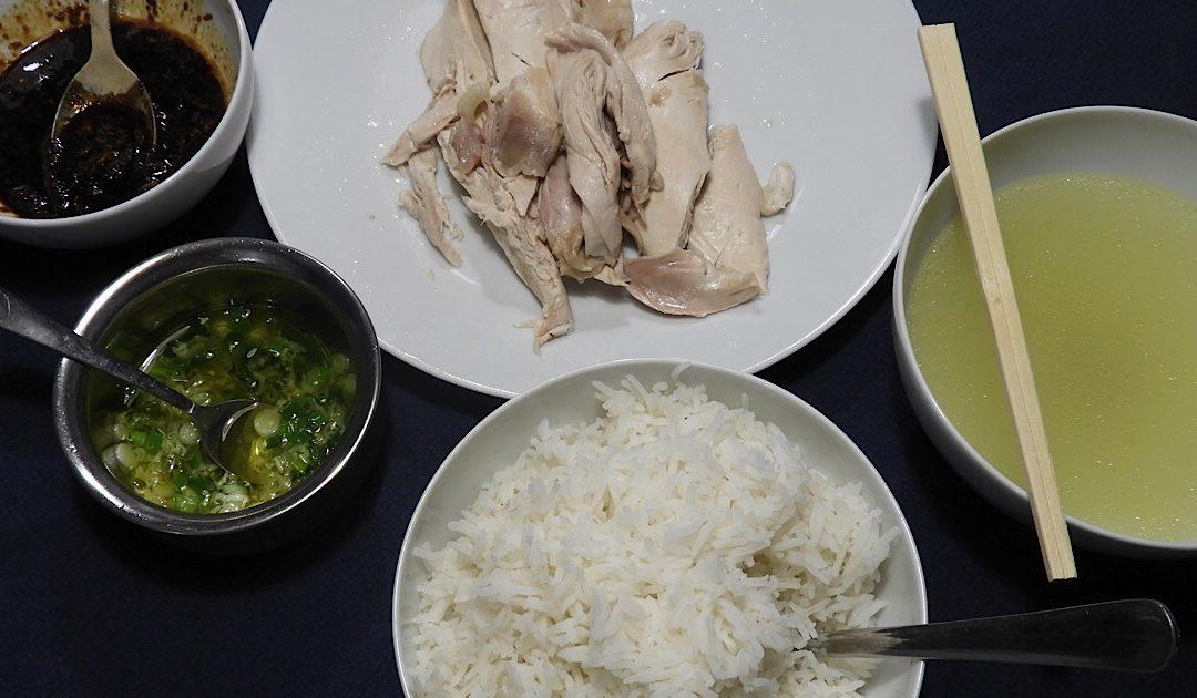 Kip Hainan, rijst met Chinese kippenbouillon en dipsausjes