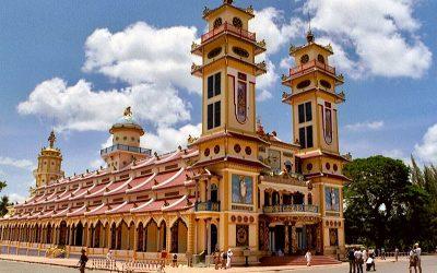 Kleurrijke Cao Dai tempel in Tay Ninh, Vietnam