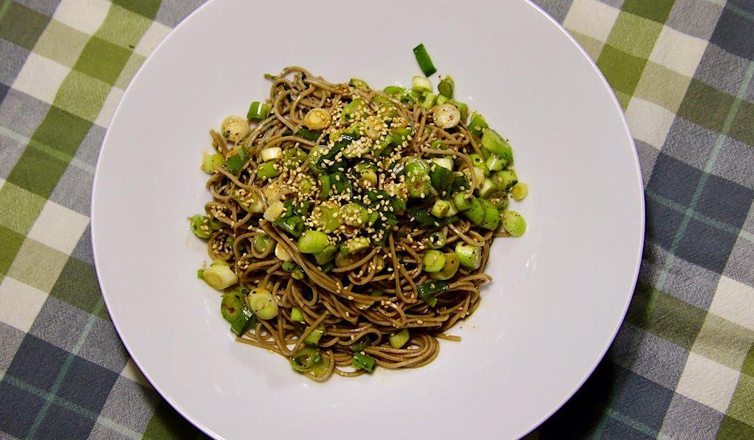 Japanse soba noodle salad