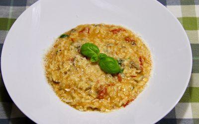Italiaanse tomatenrisotto met twee soorten kaas