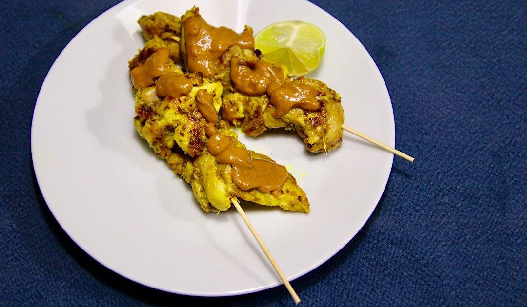 Thaise kip sate met pindasaus