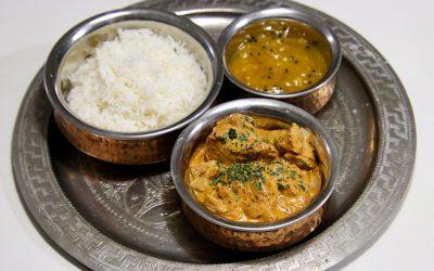 Indiase kip tikka masala, stukjes gebakken kip in een kruidige tomatensaus
