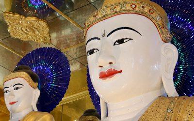 Mawlamyine in Myanmar, de grootste liggende Boeddha ter wereld