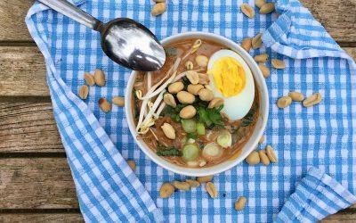 Surinaamse pindasoep met lekker veel groenten